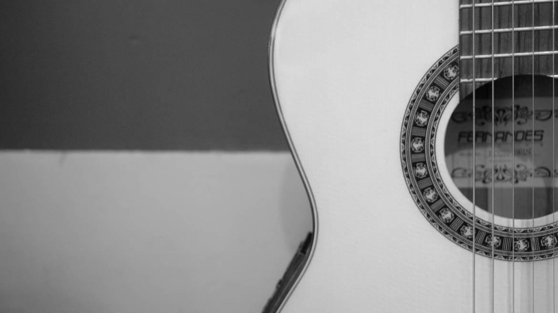 guitar-2391282_1920.jpg