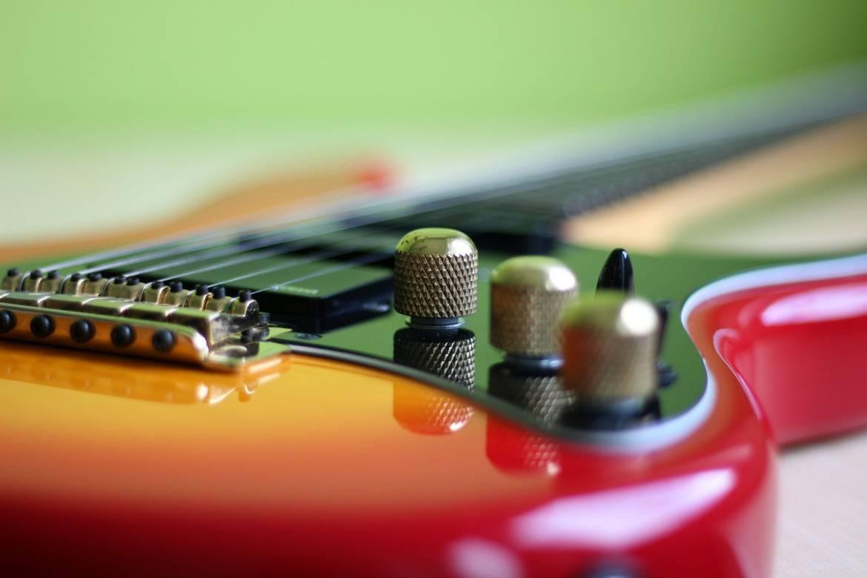 guitar-2782039_1920-min.jpg